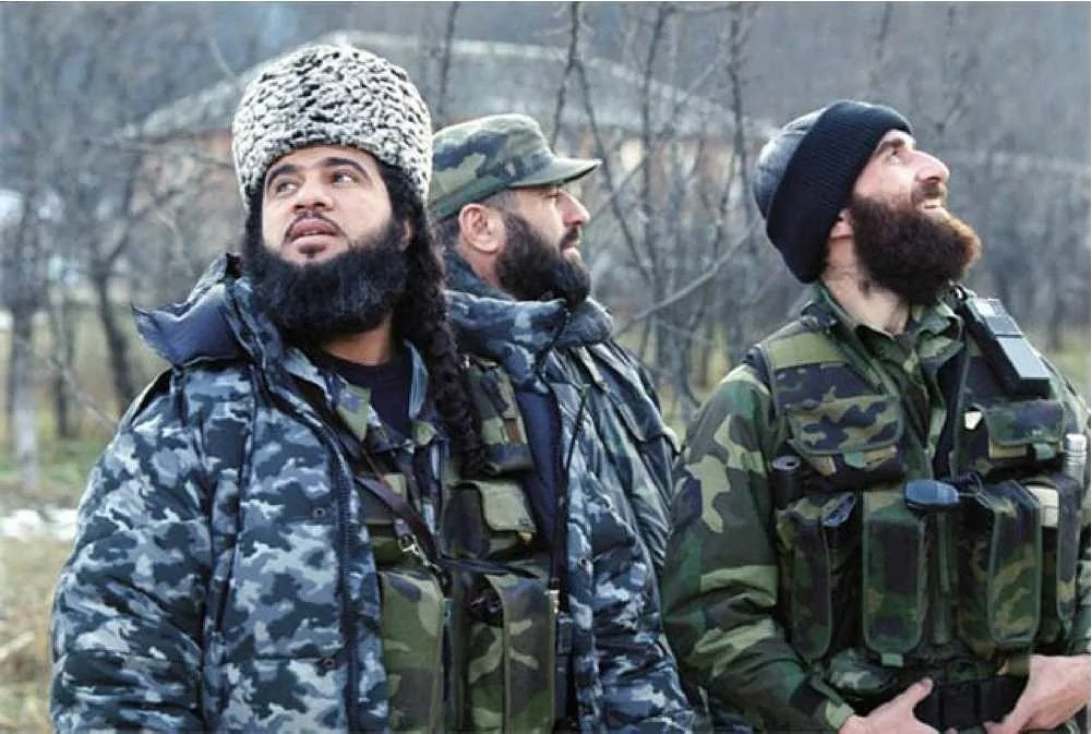 Ibn al-Khaṭṭāb et Chāmil Bassaïev, au Caucase